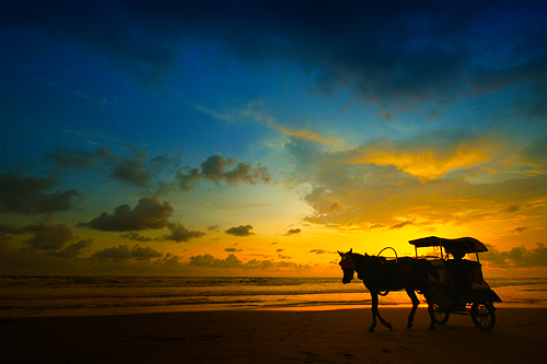Shooting Extraordinary Photograph Using Wide Angle Lens - Sunset at Parangtritis