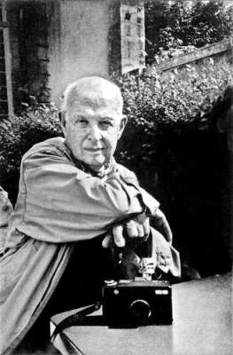 Henri Cartier Bresson | Photography tips and tricks, Equipment, Photography News, Photography ...