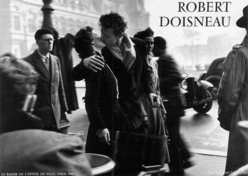 Robert Doisneau Photography - Kiss by the Hotel de Ville