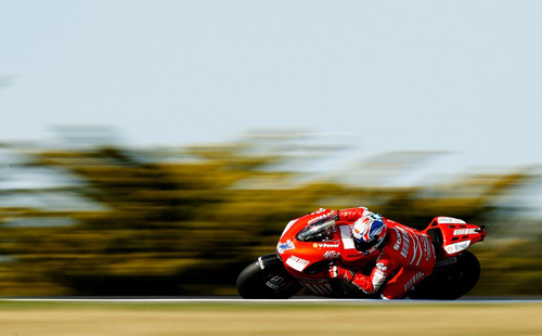 Tips on photographing motorcycle races