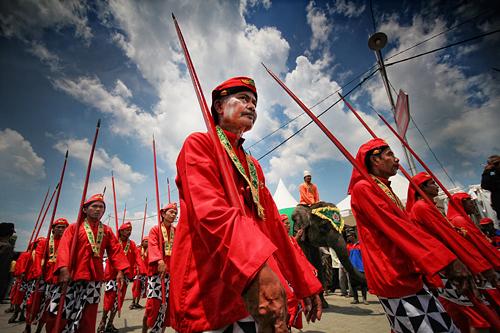 Shooting Extraordinary Photograph Using Wide Angle Lens - Pasukan Lombok Abang