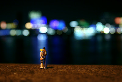Slinkachu Photography - Last Kiss