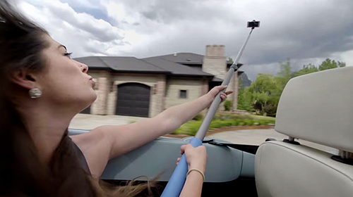 A Video on Why a Selfie Stick Can be Very Dangerous
